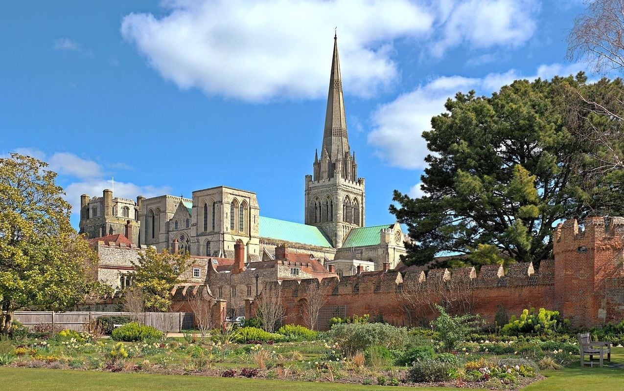 a photo of chichester cathedral in chichester